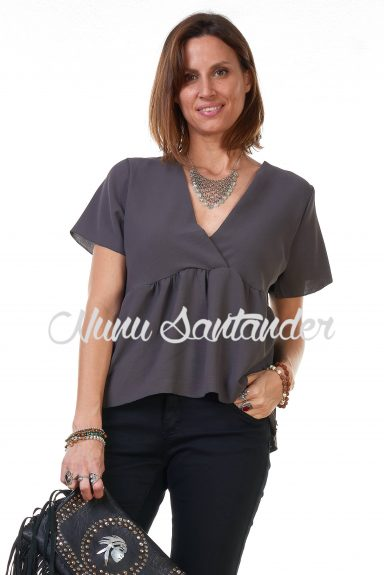 blusa manga corta cruzada gris