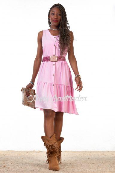 Vestido corto simétrico, con botones regulables y tirantes anchos